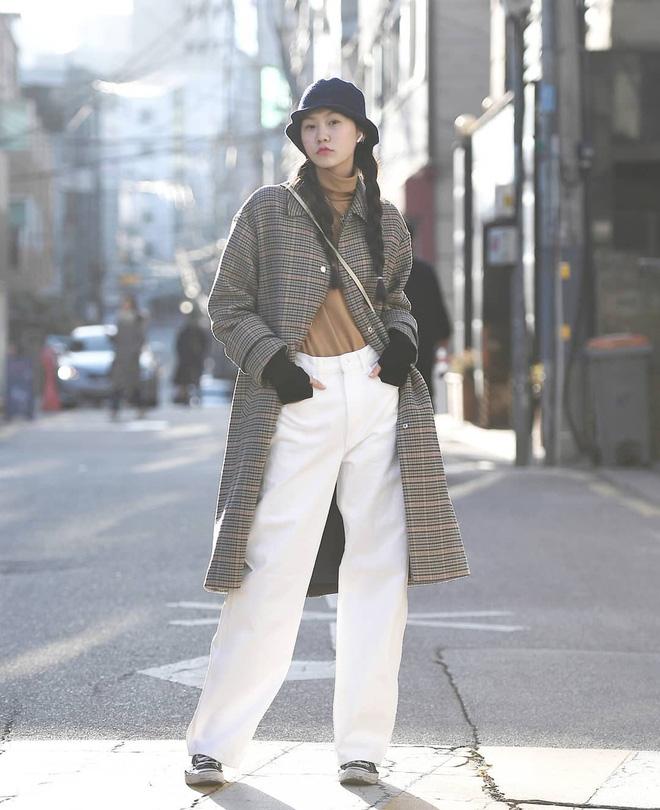 Street style giới trẻ Hàn tuần qua: nữ tính, cá tính, chất chơi 'chiêu' nào cũng có và đều đẹp ngất ngây - Ảnh 5