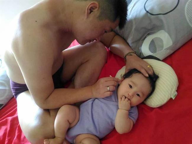 Bé trai 3 tuổi đột nhiên mất dần thính lực, đi khám mới phát hiện ra thứ bố mẹ nào cũng dùng cho con - Ảnh 2