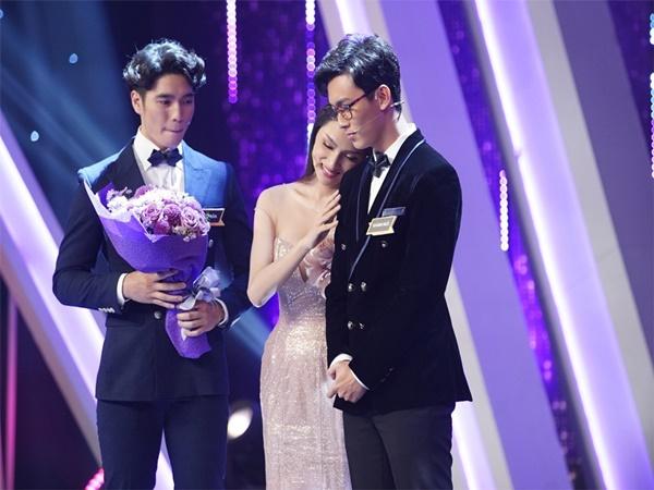 Khánh Ngô liên tục công khai 'thả thính', Hương Giang vẫn bình thản 'hẹn hò' cùng Kay Trần - Ảnh 2