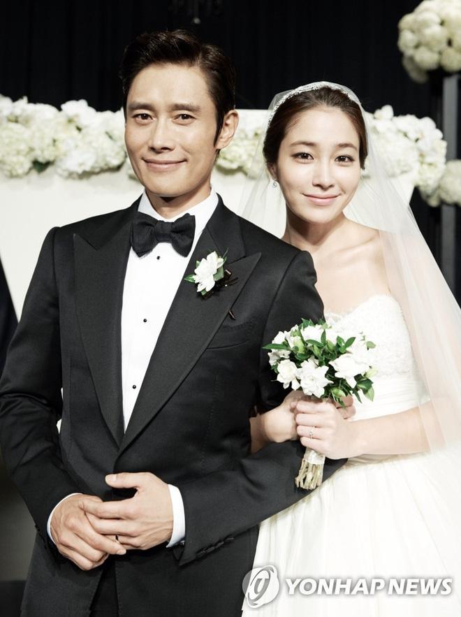 Khi Song Hye Kyo đau đầu vì bị đồn ly hôn, tình cũ khoe ảnh hạnh phúc bên mỹ nhân 'Vườn sao băng' và con nhỏ - Ảnh 7