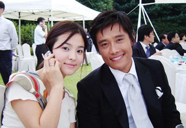 Khi Song Hye Kyo đau đầu vì bị đồn ly hôn, tình cũ khoe ảnh hạnh phúc bên mỹ nhân 'Vườn sao băng' và con nhỏ - Ảnh 8