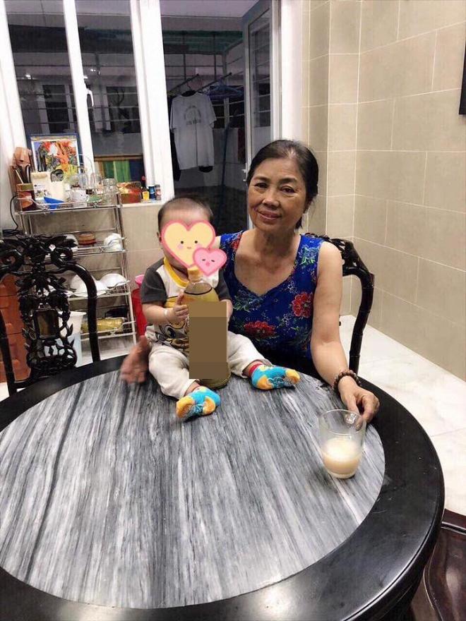 Lâm Khánh Chi khoe ảnh con trai gần 4 tháng tuổi cứng cáp, đã biết ngồi - Ảnh 1