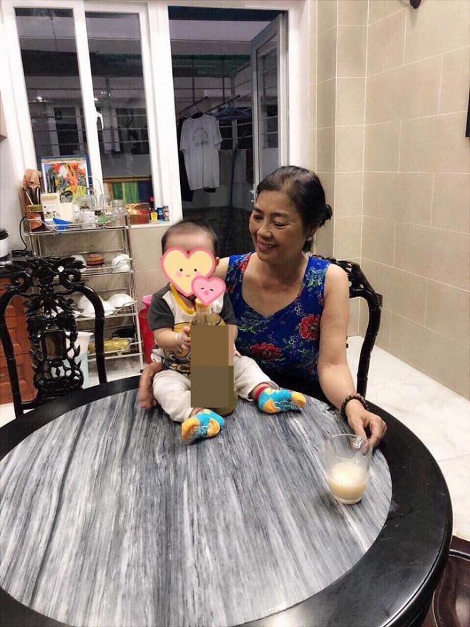Lâm Khánh Chi khoe ảnh con trai gần 4 tháng tuổi cứng cáp, đã biết ngồi - Ảnh 2