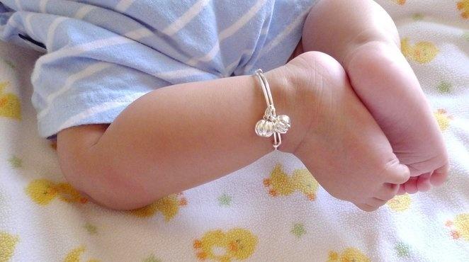 Mẹ thương con mua tặng chiếc lắc bạc: Yêu con như thế bằng mười hại con - Ảnh 2