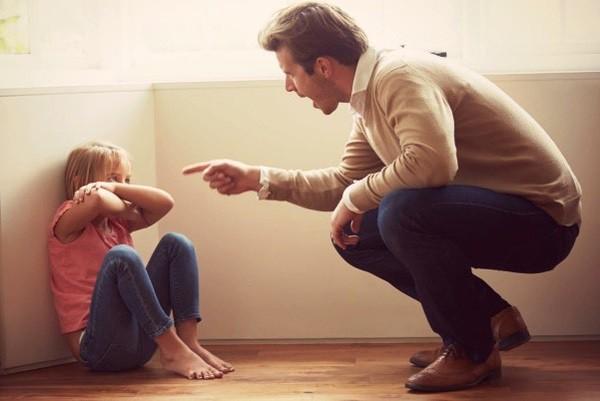 10 thói quen nguy hại cha mẹ hay làm khiến mối quan hệ với con cái bị tan vỡ, khó hàn gắn - Ảnh 2