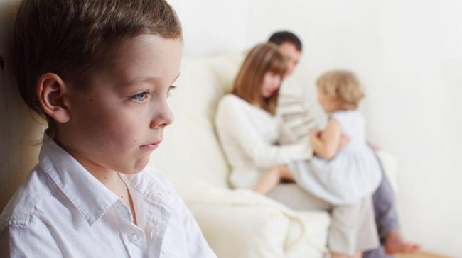 10 thói quen nguy hại cha mẹ hay làm khiến mối quan hệ với con cái bị tan vỡ, khó hàn gắn - Ảnh 3