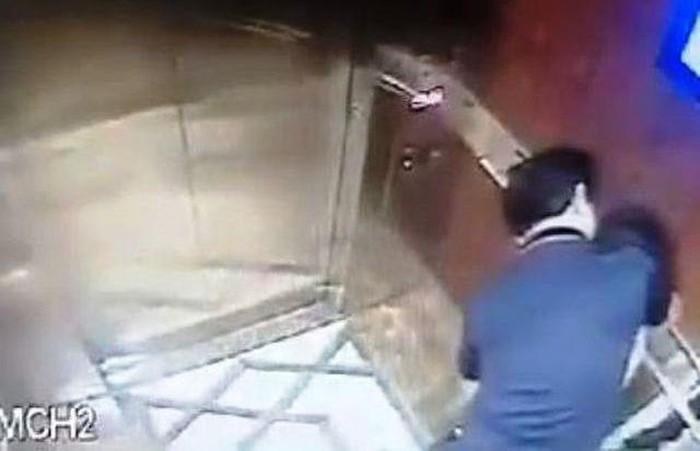 Kẻ sàm sỡ bé gái trong thang máy là Phó Viện trưởng VKS về hưu? - Ảnh 1