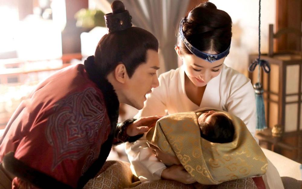Triệu Lệ Dĩnh bị chê vụng khi lần đầu làm mẹ, ông xã phải tốn công chăm sóc như thế này đây - Ảnh 2