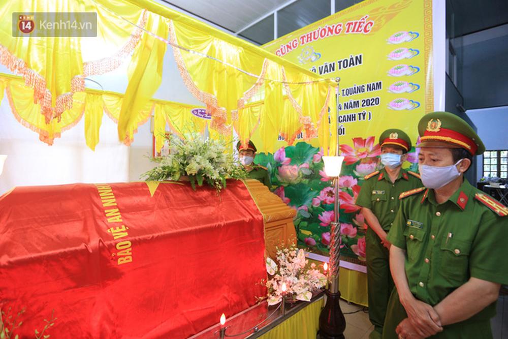 Nghẹn lòng lễ tang của 2 chiến sĩ công an hi sinh trong lúc truy bắt nhóm đua xe cướp giật: 'Đồng đội ơi!' - Ảnh 6
