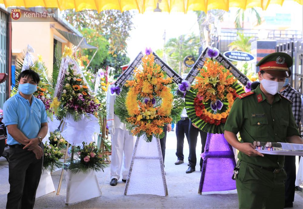 Nghẹn lòng lễ tang của 2 chiến sĩ công an hi sinh trong lúc truy bắt nhóm đua xe cướp giật: 'Đồng đội ơi!' - Ảnh 7