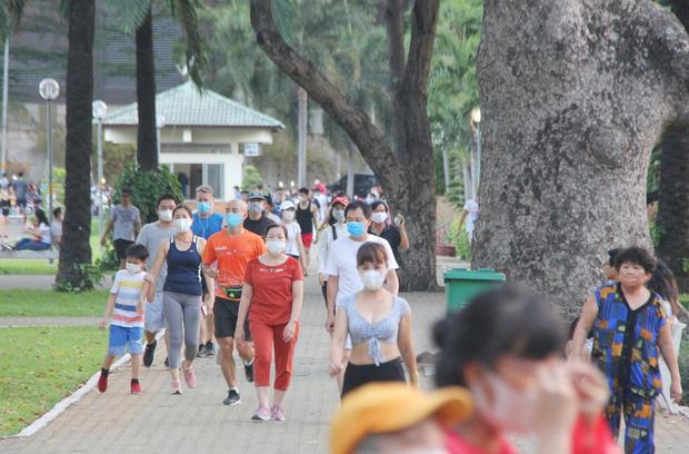 Từ ngày 4/4, người Hà Nội ra đường tập thể dục có thể bị phạt đến 10 triệu đồng - Ảnh 1