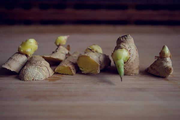 Cách trồng gừng tại nhà không cần đất: Vừa có cái ăn vừa trang trí nhà cửa thêm đẹp mắt - Ảnh 2