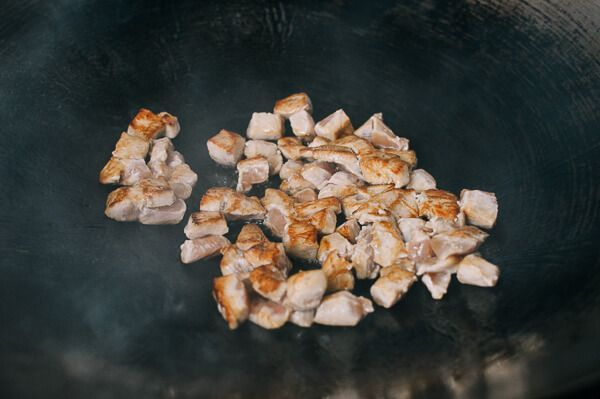 Cách làm món trứng chiên thịt gà vỏ giòn tan, trong mềm thơm cho bé - Ảnh 3