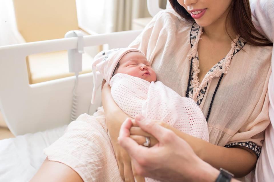 Đúng 1 tuần sau sinh, Hà Anh khoe ảnh con gái dễ thương tựa thiên thần - Ảnh 3