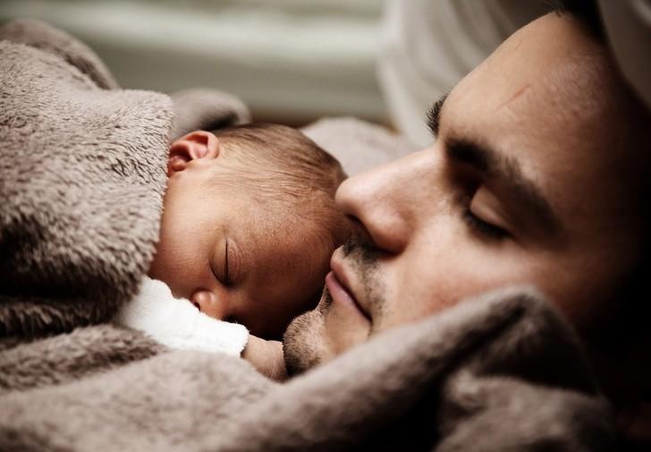 Nghiên cứu tiết lộ cha mẹ không được ngủ đủ trong suốt 6 năm liền sau khi sinh con - Ảnh 2