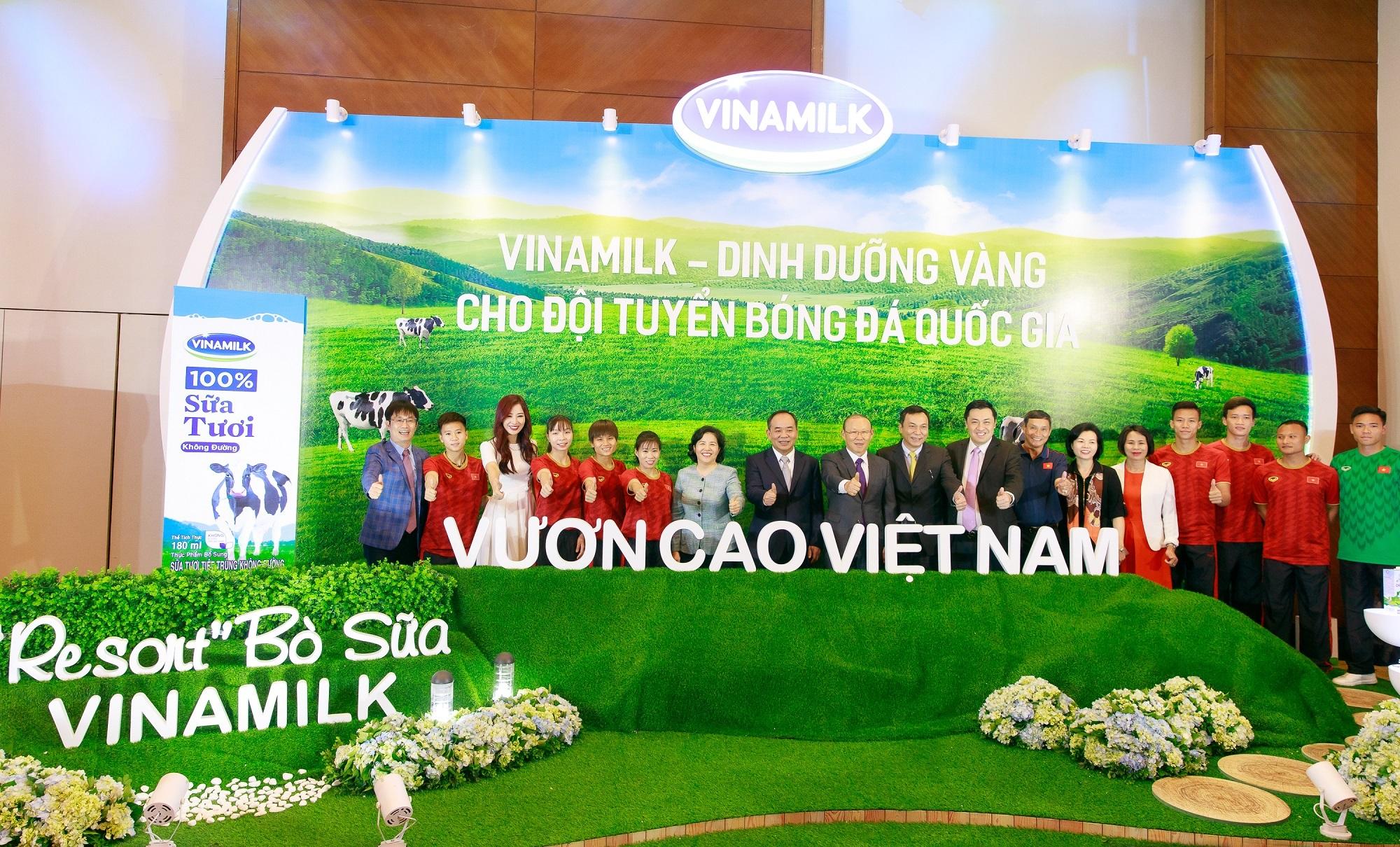 Vinamilk tài trợ chính thức cho các đội tuyển bóng đá quốc gia vì một Việt Nam vươn cao - Ảnh 5