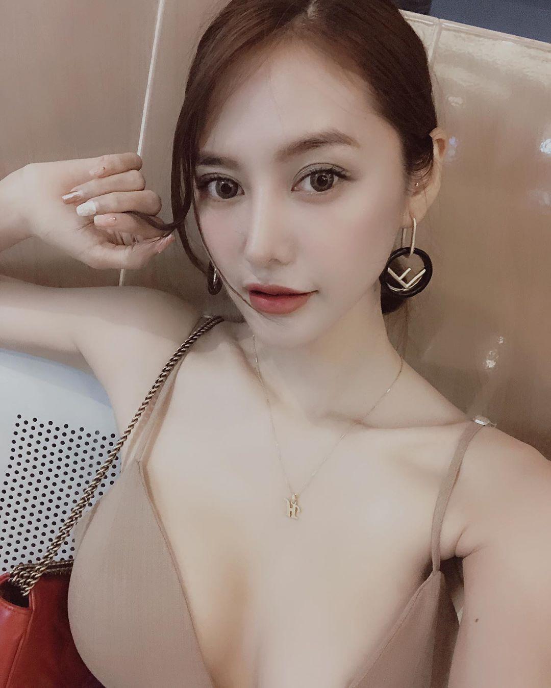 Vừa hết bị gọi là 'con giáp thứ 13', Linh Chi đã bị lấy ảnh làm quảng cáo chào hàng gái mại dâm - Ảnh 2