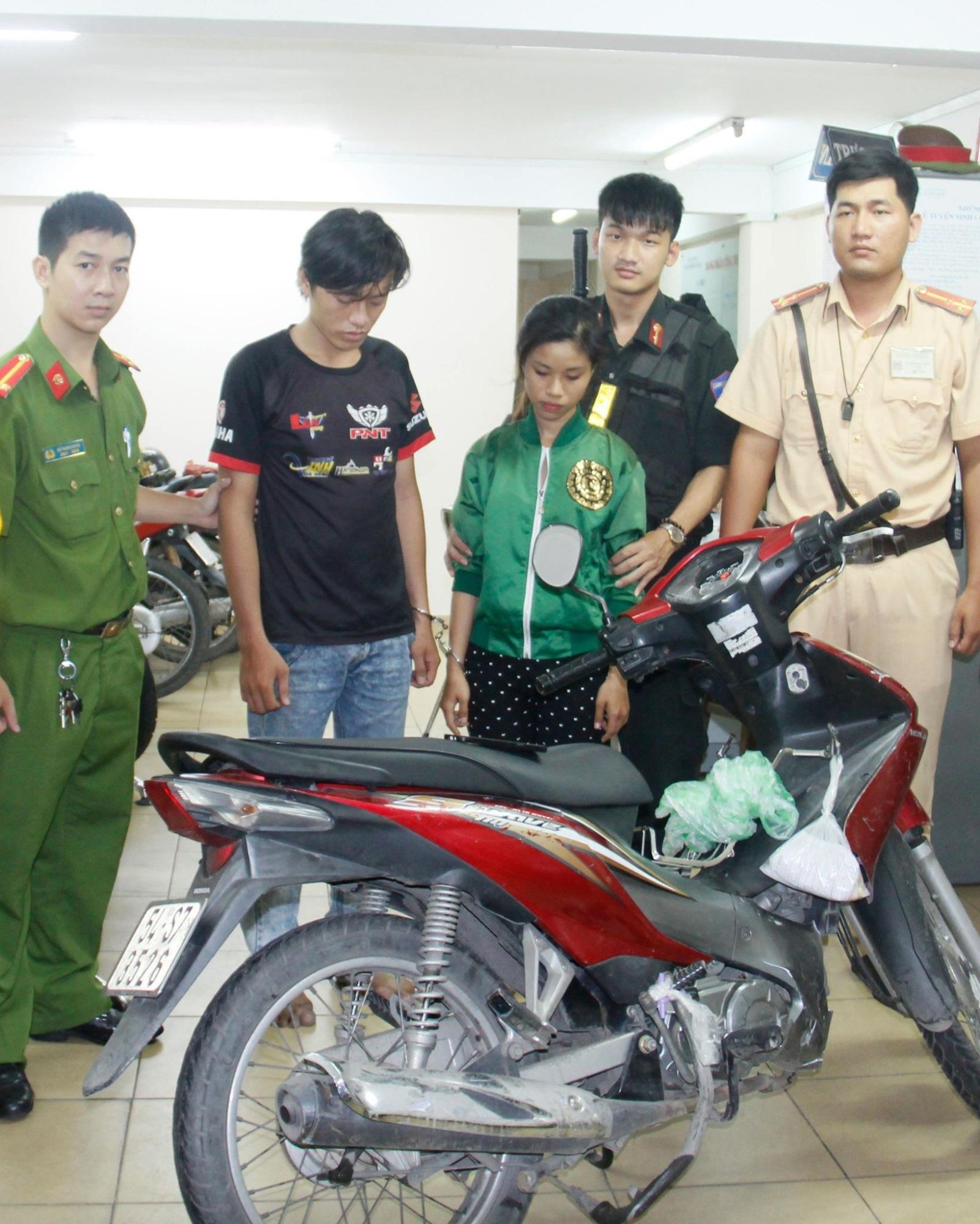 CSGT truy đuổi, bắt giữ đôi nam nữ cướp giật trong đêm Việt Nam đá trận bán kết ASIAD 2018 - Ảnh 1