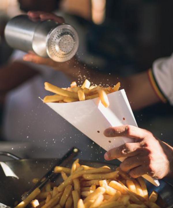 6 loại thực phẩm và đồ uống gây khô da bạn nên tránh - Ảnh 3