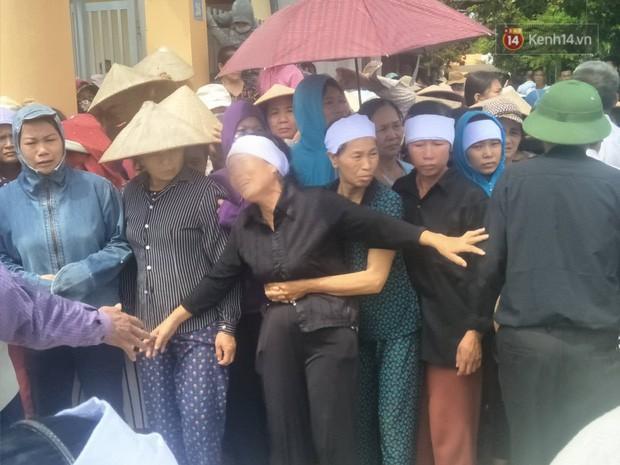 Tình người trong vụ anh ruột thảm sát cả nhà em trai: Người dân chung tay vắt sữa cho bé gái hơn một tháng tuổi đã vĩnh viễn mất mẹ - Ảnh 2