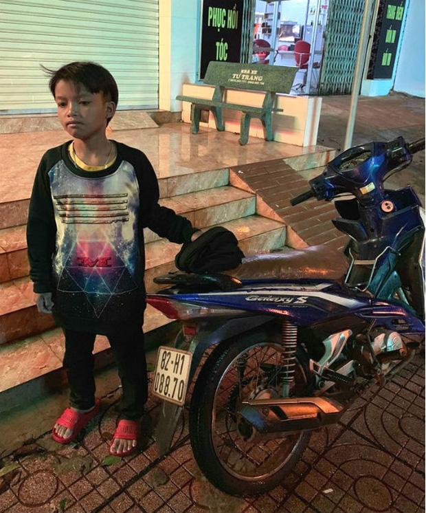 Bé trai chạy xe máy 300 km bị lạc đã về đến nhà - Ảnh 2