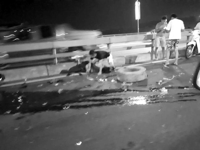 Lên Facebook cảnh báo chuyện thay lốp xe trên cầu Nhật Tân, vẫn bị ô tô tông chết - Ảnh 2