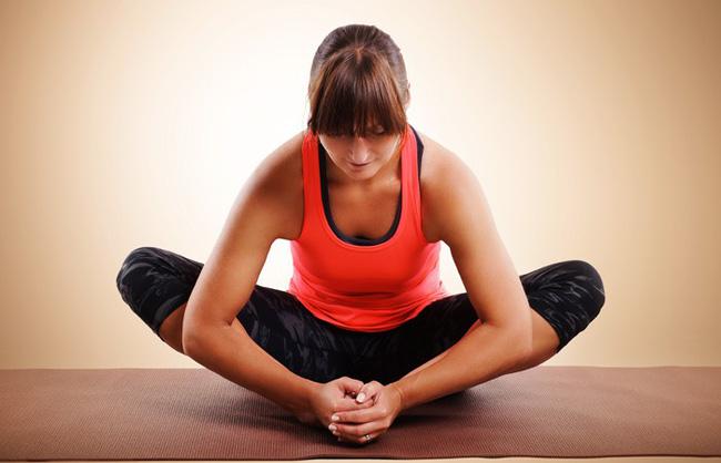 Những bài tập yoga cơ bản giúp bạn vừa giảm cân lại có thể ngăn ngừa táo bón - Ảnh 2