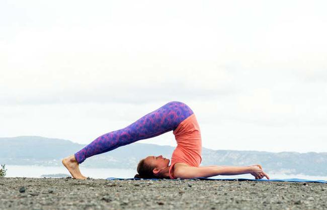 Những bài tập yoga cơ bản giúp bạn vừa giảm cân lại có thể ngăn ngừa táo bón - Ảnh 3