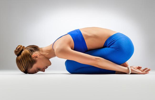 Những bài tập yoga cơ bản giúp bạn vừa giảm cân lại có thể ngăn ngừa táo bón - Ảnh 6