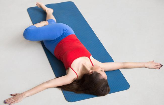 Những bài tập yoga cơ bản giúp bạn vừa giảm cân lại có thể ngăn ngừa táo bón - Ảnh 7