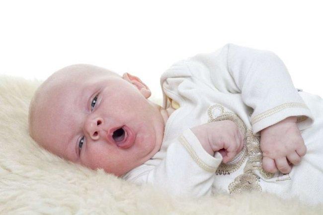 trẻ sơ sinh bị viêm họng 5
