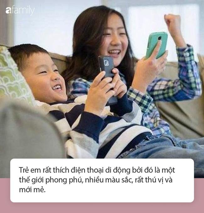 Cậu bé 4 tuổi mê điện thoại thông minh, thật tuyệt vời mỗi chiều tối bà nội chăm chỉ làm việc này đã giúp cháu cai nghiện thành công - Ảnh 2