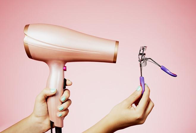 Dùng thìa che mắt và 6 mẹo giúp việc make up trở nên dễ dàng hơn - Ảnh 4