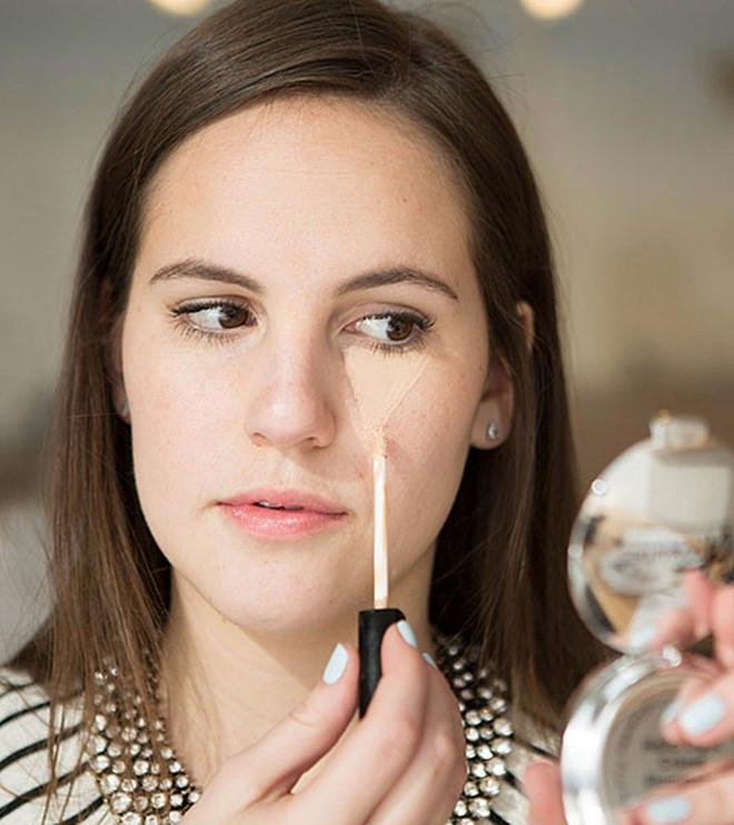 Dùng thìa che mắt và 6 mẹo giúp việc make up trở nên dễ dàng hơn - Ảnh 7