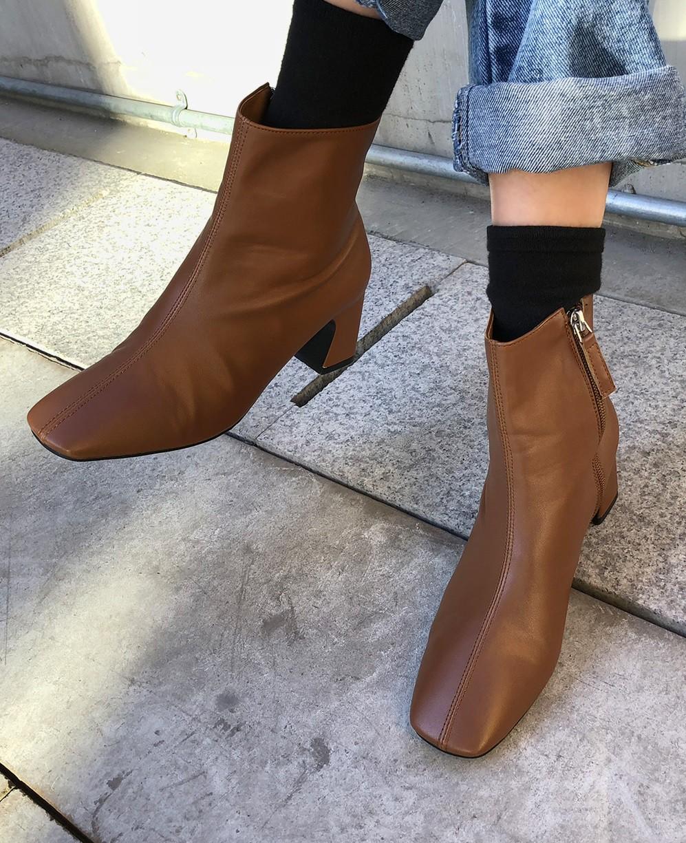 Muốn mặc đẹp không góc chết, chị em đừng sắm 4 đôi boots sau bởi kiểu thì lỗi mốt, kiểu trông đến là nhàm - Ảnh 6
