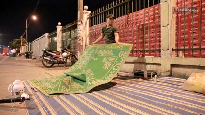 Cuộc sống 'màn trời chiếu đất' của những người hành nghề giác hơi ở Sài Gòn - Ảnh 4
