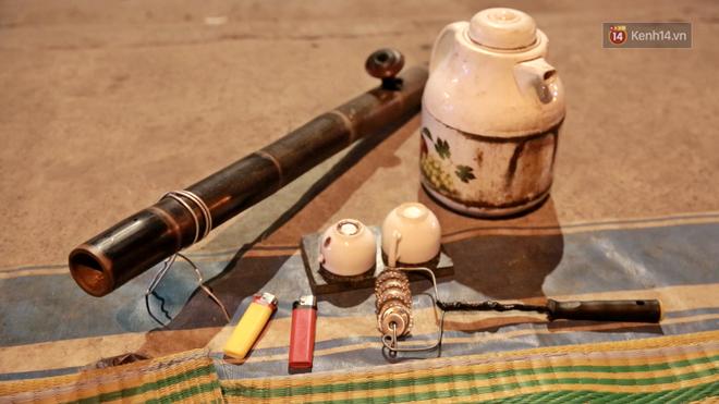 Cuộc sống 'màn trời chiếu đất' của những người hành nghề giác hơi ở Sài Gòn - Ảnh 8