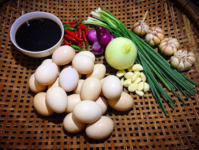 Học mẹ Gôn cách làm trứng ngâm nước tương 'vạn người mê' - dễ như ăn kẹo! - Ảnh 2