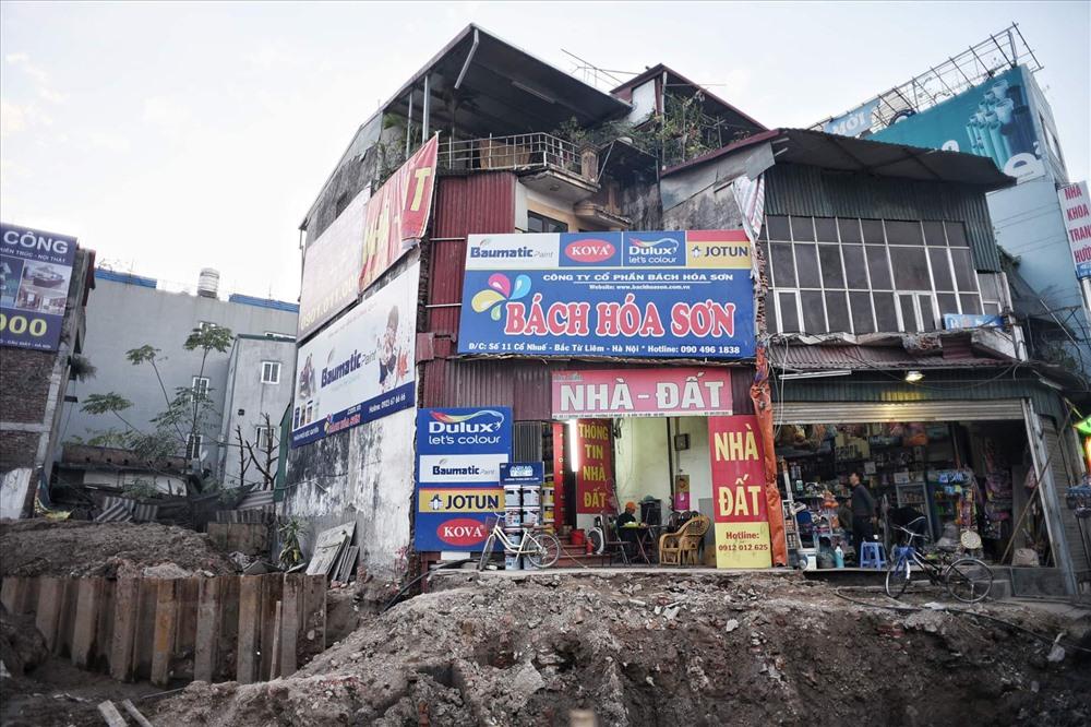 Nhà siêu mỏng chen nhau mọc lên trên đường Phạm Văn Đồng - Ảnh 2