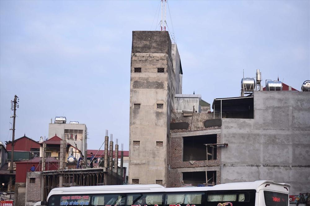 Nhà siêu mỏng chen nhau mọc lên trên đường Phạm Văn Đồng - Ảnh 13