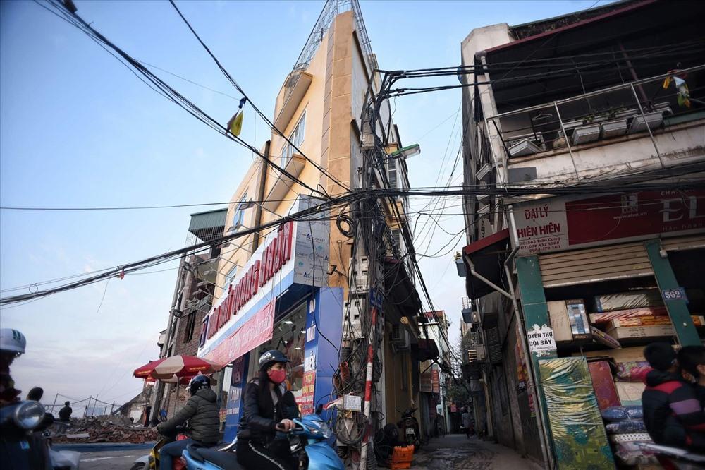 Nhà siêu mỏng chen nhau mọc lên trên đường Phạm Văn Đồng - Ảnh 3