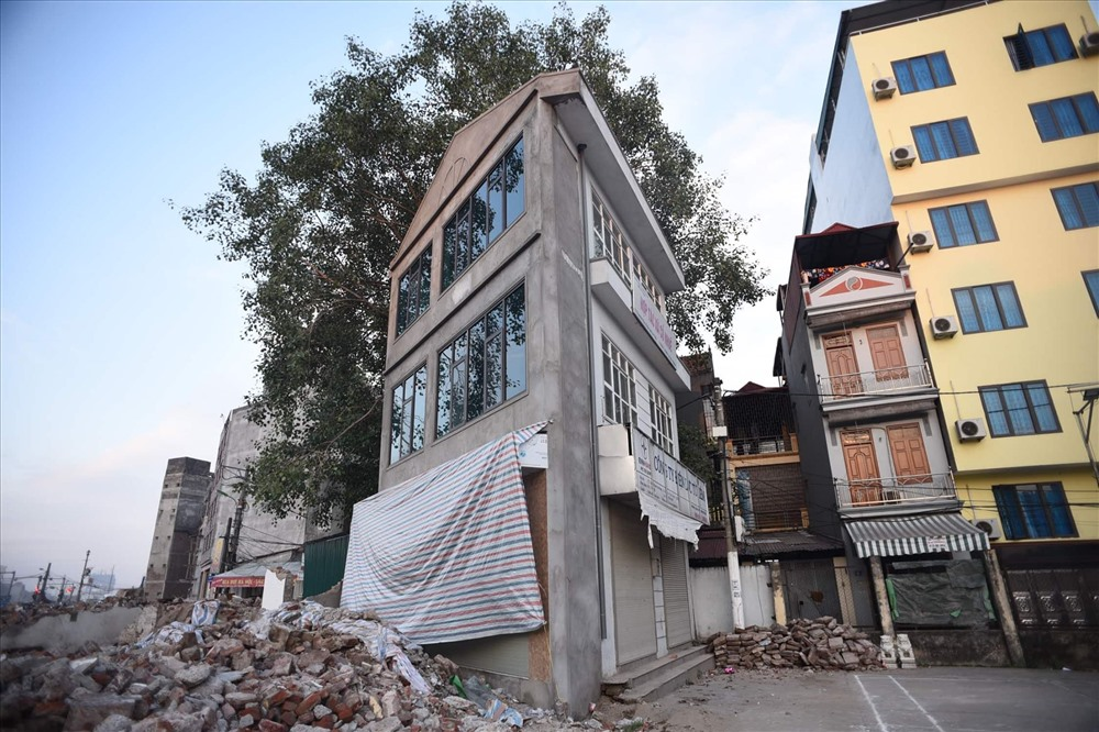 Nhà siêu mỏng chen nhau mọc lên trên đường Phạm Văn Đồng - Ảnh 4