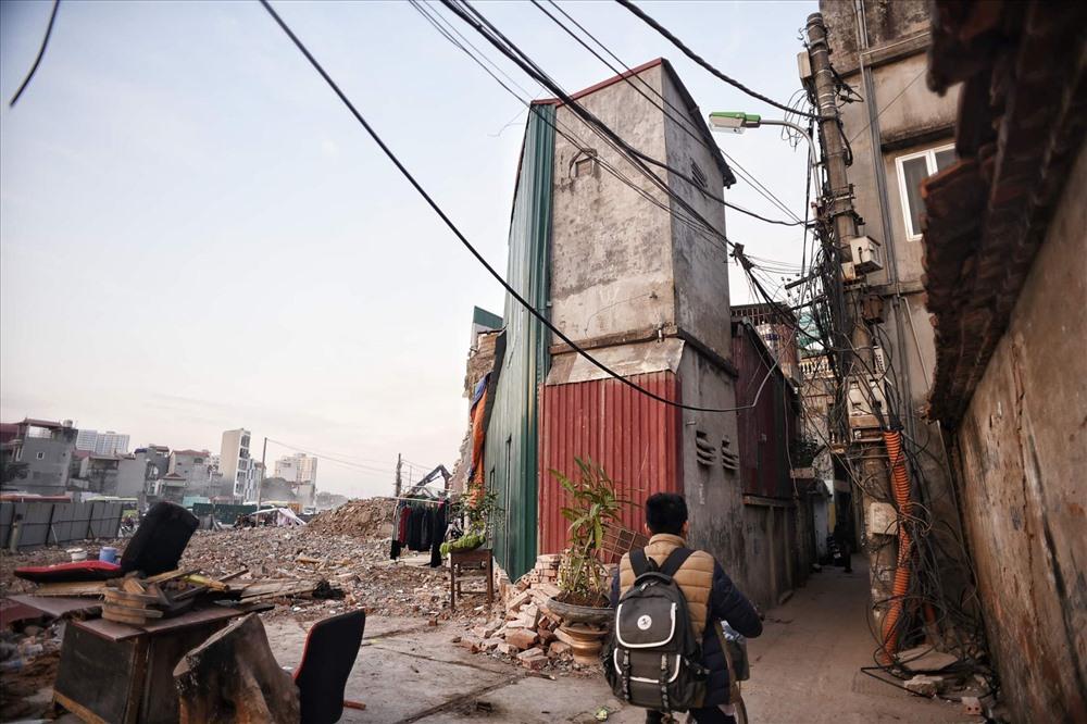 Nhà siêu mỏng chen nhau mọc lên trên đường Phạm Văn Đồng - Ảnh 5