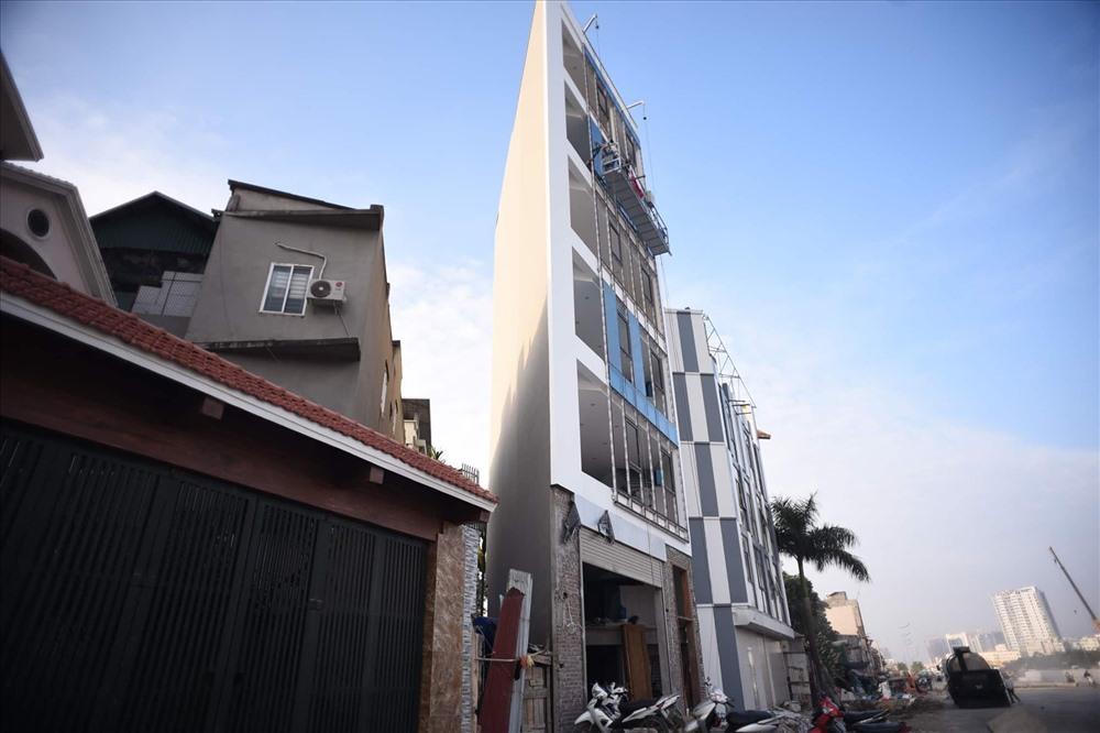 Nhà siêu mỏng chen nhau mọc lên trên đường Phạm Văn Đồng - Ảnh 6