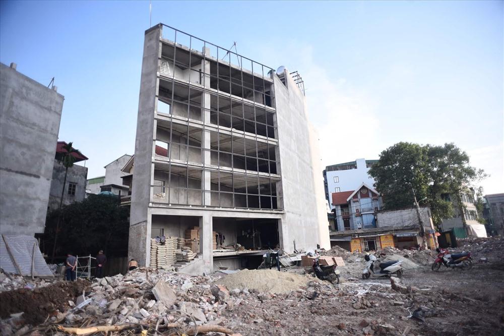 Nhà siêu mỏng chen nhau mọc lên trên đường Phạm Văn Đồng - Ảnh 8