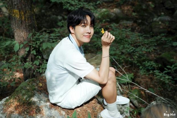 J-Hope (BTS) chia sẻ cách chăm da không tỳ vết khiến các ARMY 'bấn loạn' - Ảnh 5