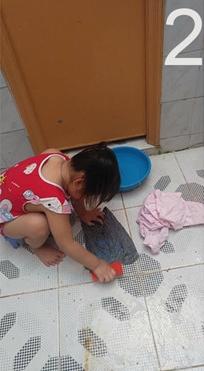 Mẹ bị bệnh, bé gái 5 tuổi cáng đáng hết việc nhà khiến mọi người xúc động xen lẫn xót xa - Ảnh 2