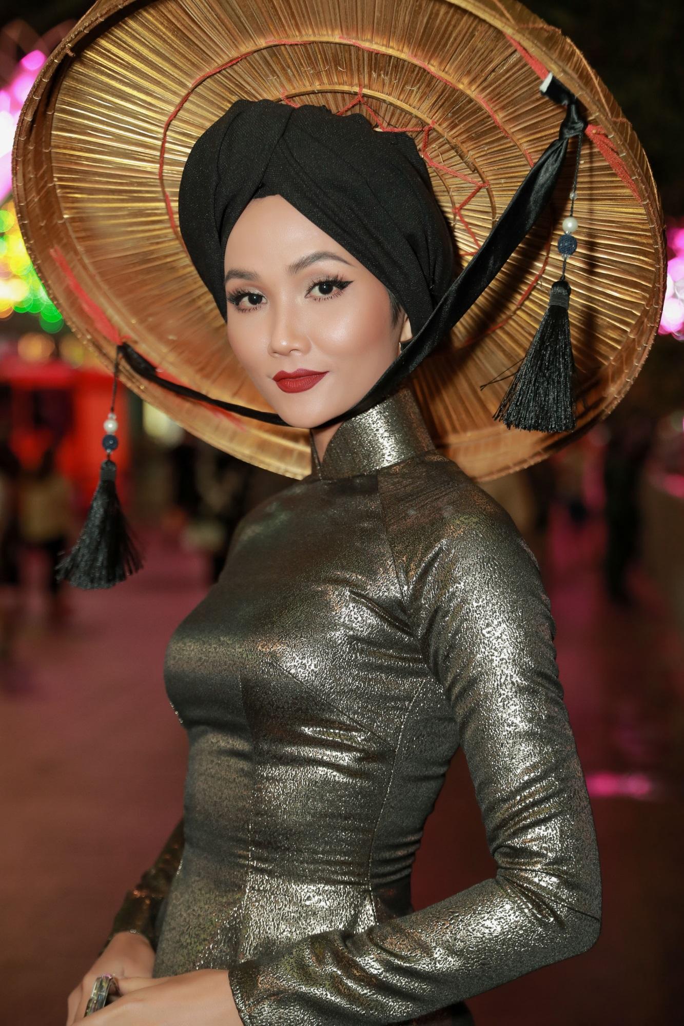 H'Hen Niê được vinh danh trong top 50 phụ nữ ảnh hưởng nhất VN 2019 - Ảnh 4