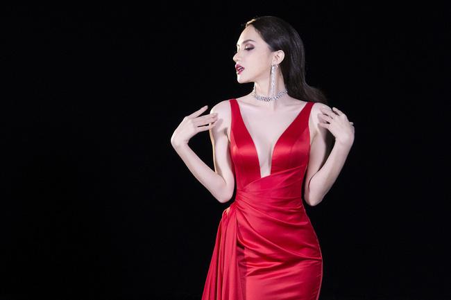 Hoa hậu Hương Giang lọt top 50 phụ nữ ảnh hưởng nhất Việt Nam do Forbes bình chọn - Ảnh 6