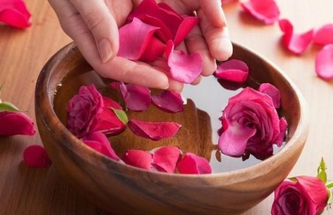 Hoa hồng không chỉ để cho đẹp nhà đẹp cửa, bạn còn có thể làm thuốc chữa bệnh, dưỡng da mịn đẹp - Ảnh 1